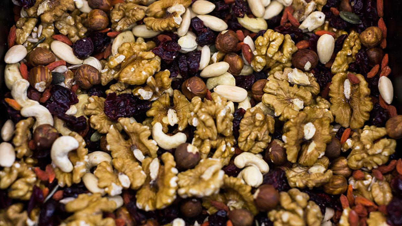 Οι ξηροί καρποί βοηθάνε στην επιβίωση από καρκίνο του εντέρου